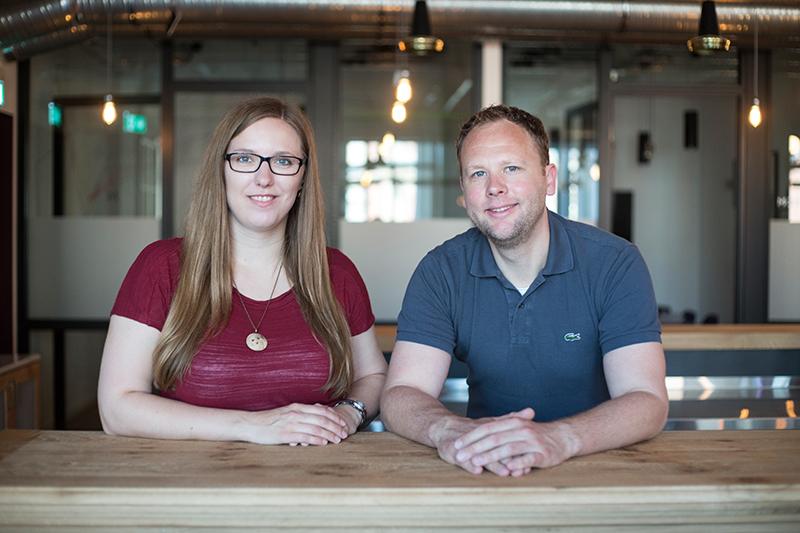 finletter Team: Carolin Neumann und Clas Beese, die Gründer von finletter (Foto: Katrin Bpunkt)