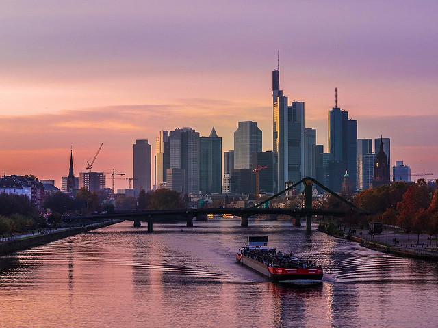 Die berühmte Banken-Skyline der Stadt Frankfurt. Bild: Flickr-Nutzer Kiefer (Lizenz: CC BY-SA 2.0)